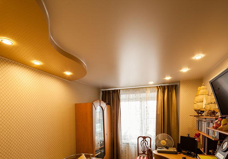 Экологический бесшовный потолок, двухуровневый, криволинейный, с точечными светильниками