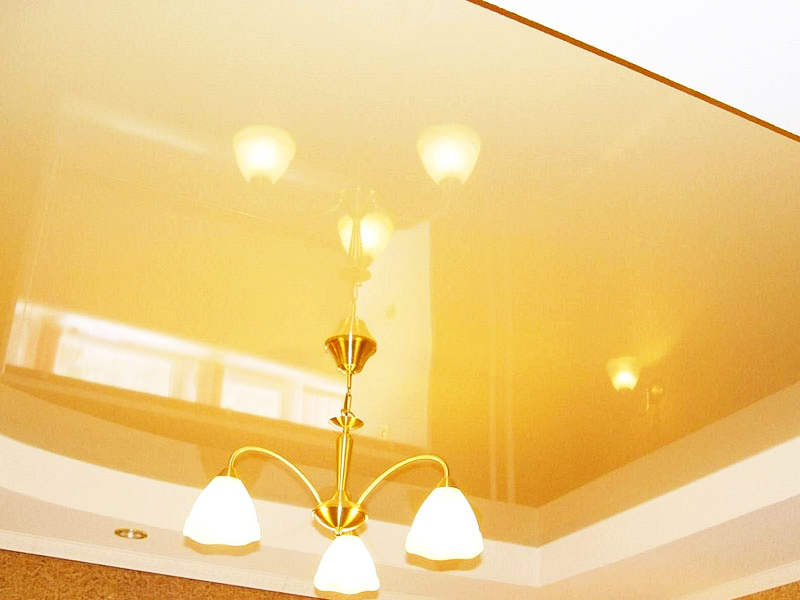 Многоуровневый стильный потолок, с диодными светильниками, высота потолка 2.4м