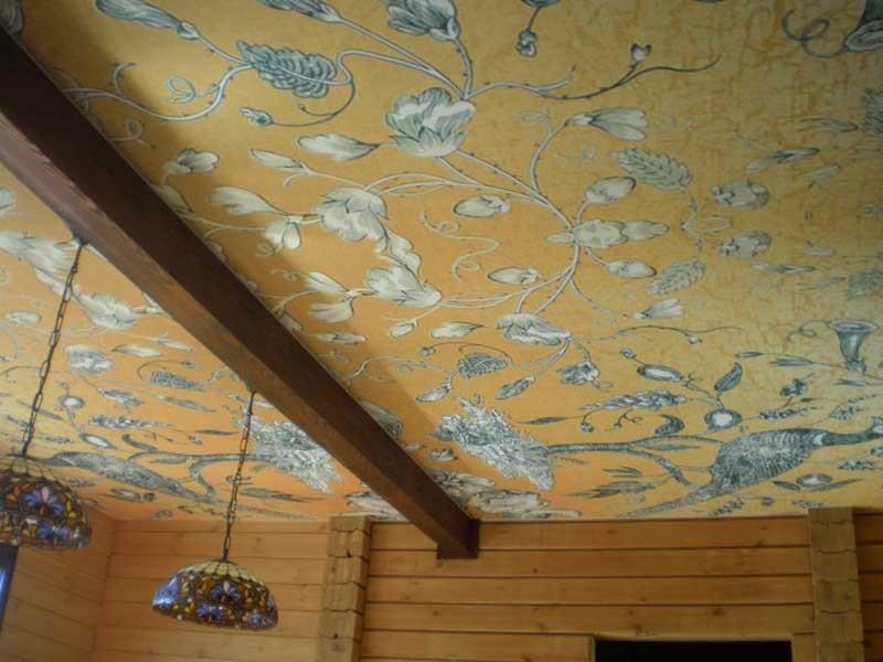 Экологический стильный потолок с люстрами, общая площадь потолка 20 кв.м