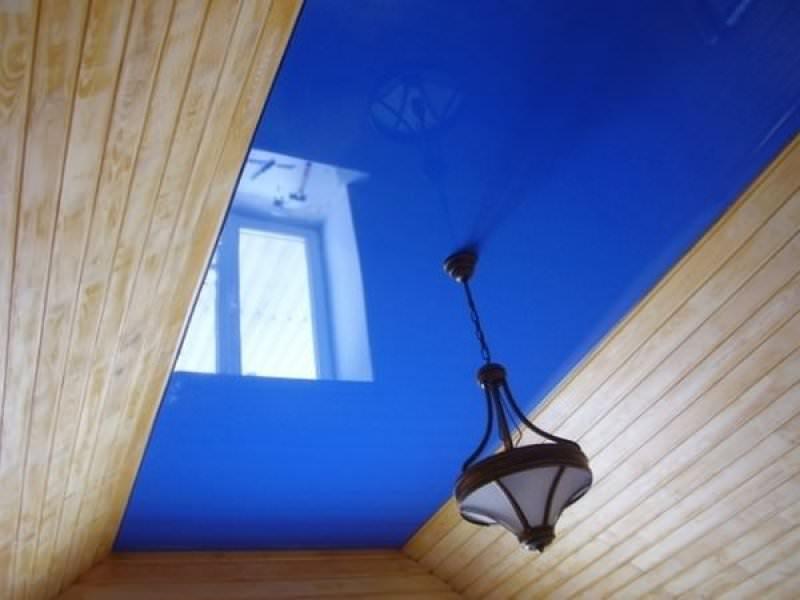 Глянцевый одноуровневый экологический потолок, площадь потолка 8 кв.м