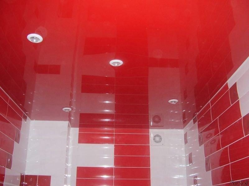 Стильный бесшовный многоуровневый потолок с освещением, площадь комнаты 9 кв.м