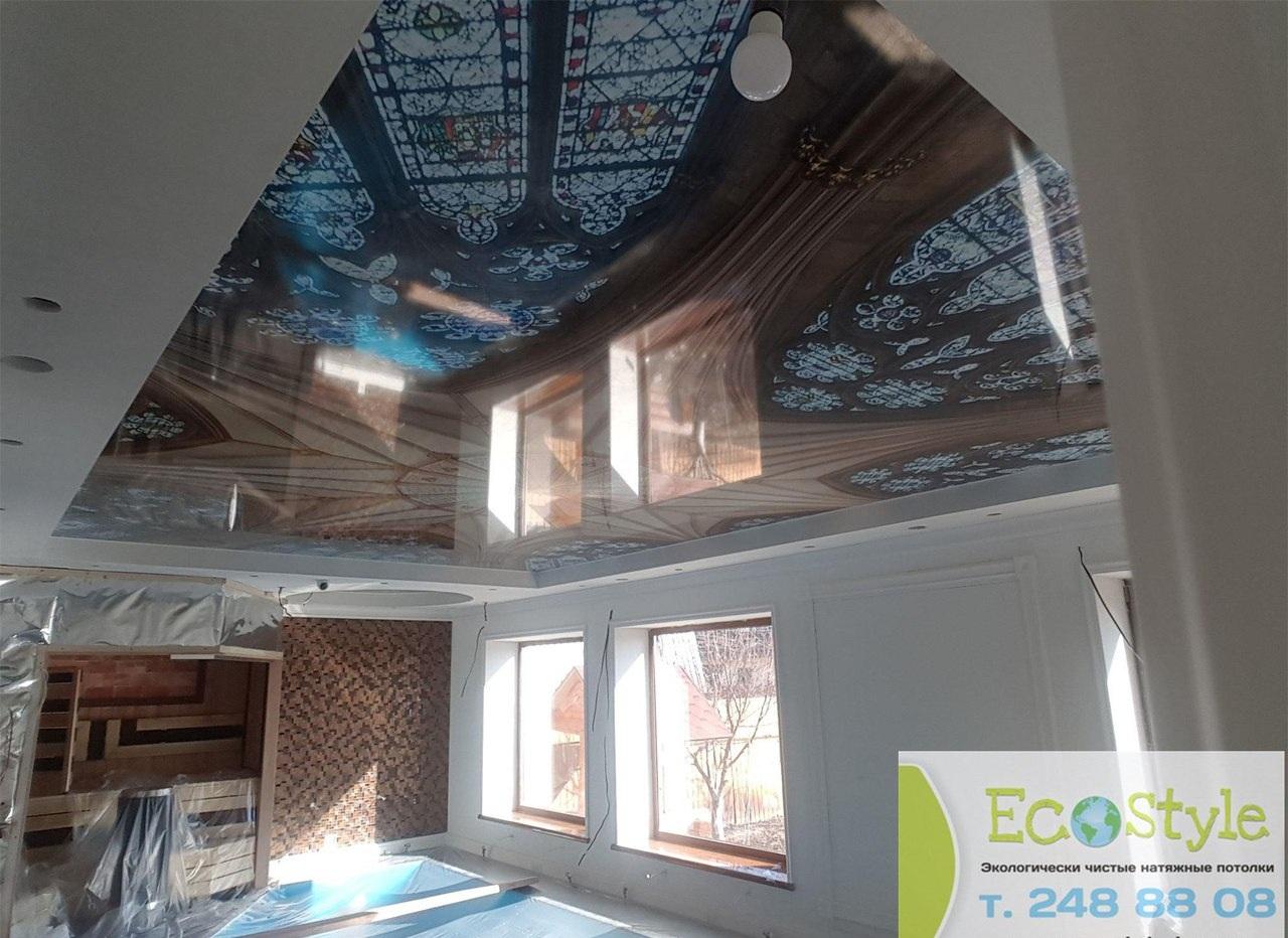 Многоуровневый стильный потолок с встроенным освещением, высота потолка 2,2 м, площадь помещения 20 кв.м