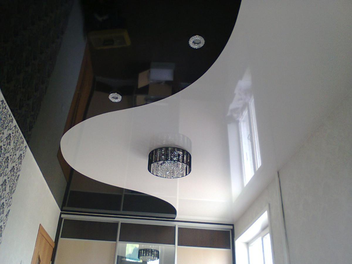 Глянцевый потолок, длина 7м, ширина 3 м