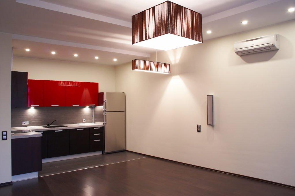 Двухуровневый бесшовный экологический потолок с освещением, высота потолка 2,2 м