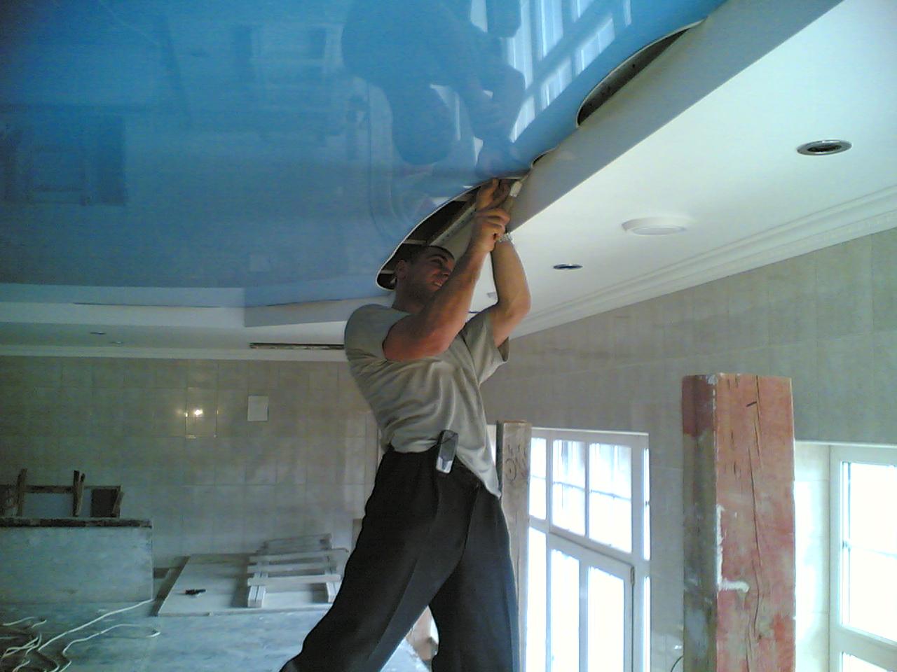 Дизайнерский потолок, многоуровневый, высота потолков 2,2 м, площадь 30кв.м