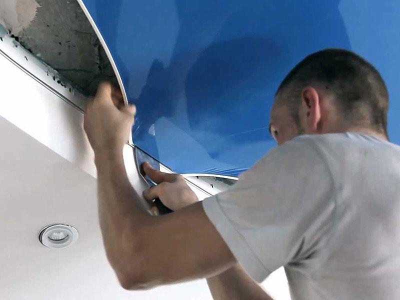 Синий экологический потолок, площадь комнаты 15 кв.м