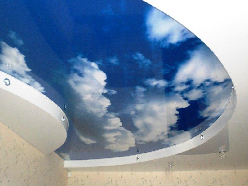 Стильный дизайнерский потолок с подсветкой мощностью 10 Вт