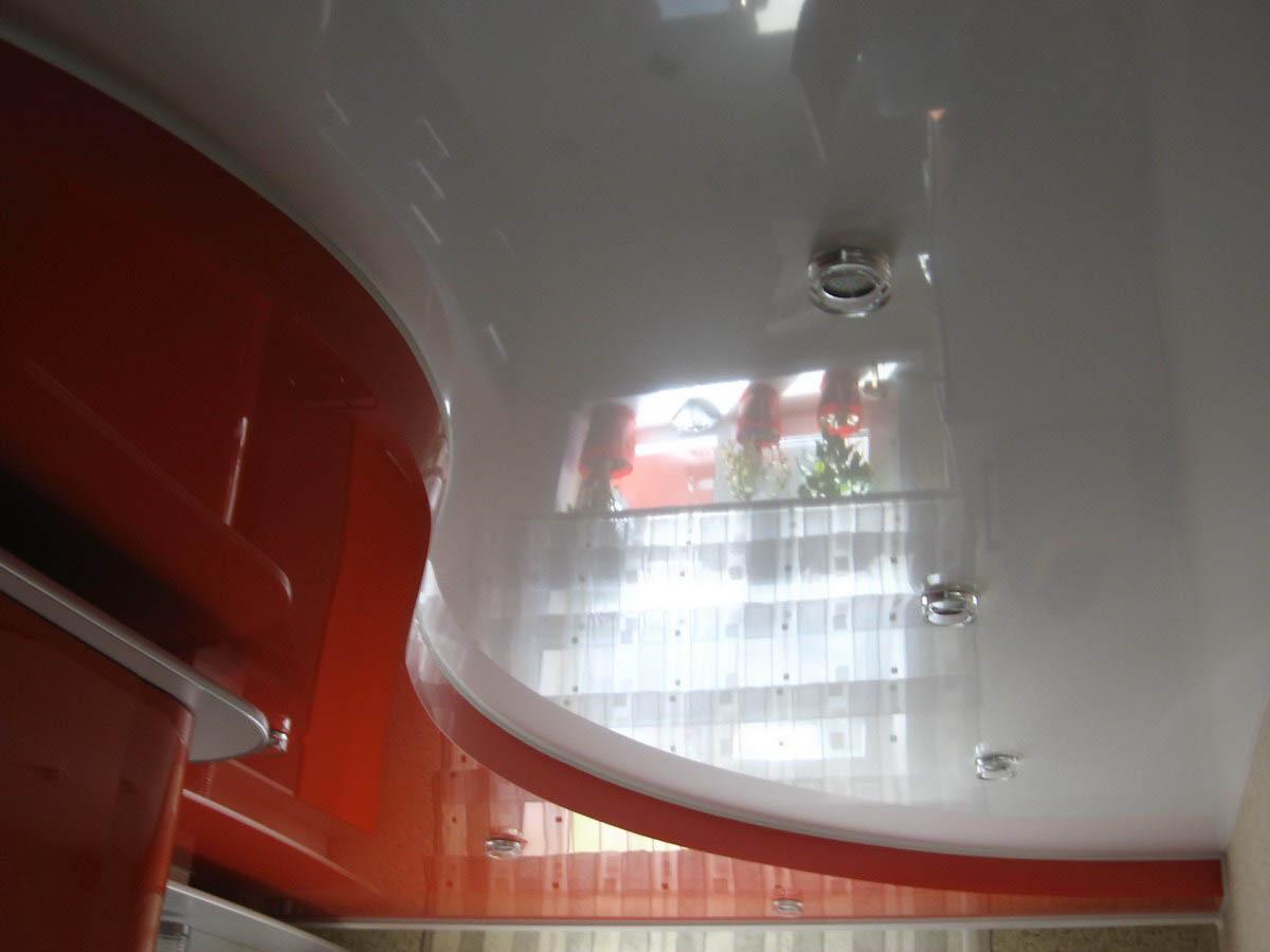 Потолок со светильниками в кухне, площадь потолка 11 кв.м